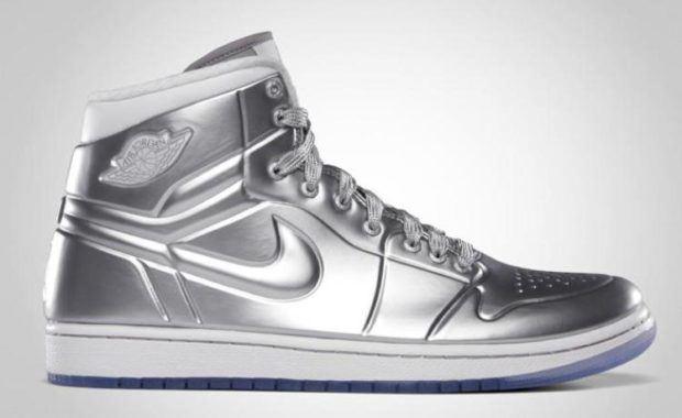 ddfec47f499 Degene die deze schoen heeft zegt dat Michael Jordan de schoen gesigneerd  heeft en heeft gegeven als verjaardagscadeau. Een leuk cadeau als je  bedenkt dat ...